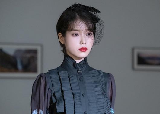 """Phong cách thời trang vượt thời gian hớp hồn khán giả của IU trong """"Hotel Del Luna"""" - Ảnh 10"""