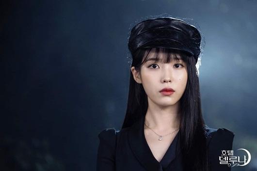 """Phong cách thời trang vượt thời gian hớp hồn khán giả của IU trong """"Hotel Del Luna"""" - Ảnh 12"""