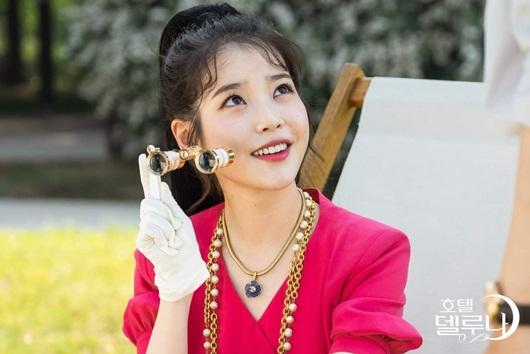 """Phong cách thời trang vượt thời gian hớp hồn khán giả của IU trong """"Hotel Del Luna"""" - Ảnh 7"""
