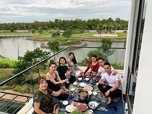 Hồ Ngọc Hà tậu biệt thự triệu USD, làm hàng xóm với ca sĩ Cao Thái Sơn - Ảnh 1