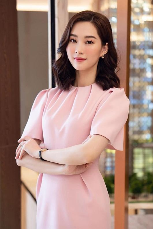 Hoa hậu Đặng Thu Thảo dịu dàng thanh lịch sánh đôi cùng ông xã Trung Tín - Ảnh 3