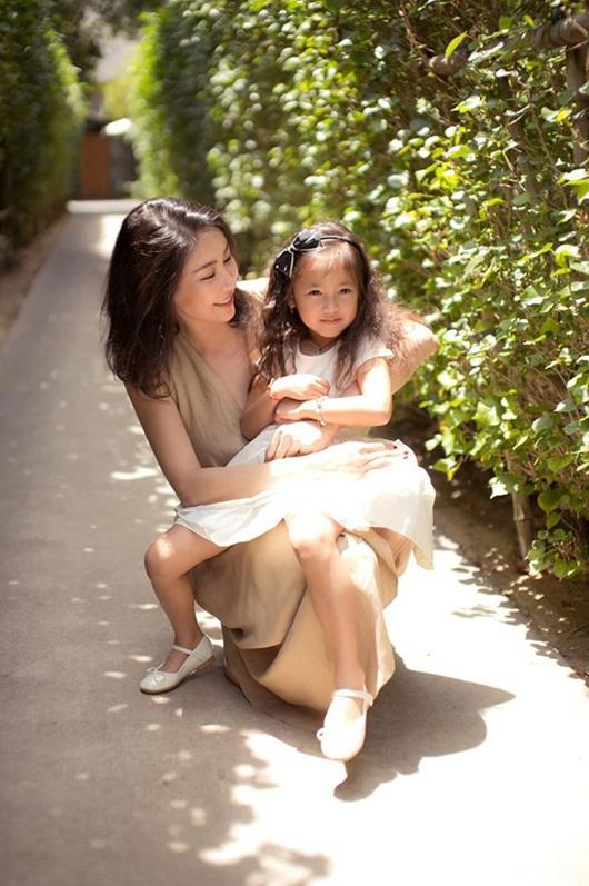 """Loạt ảnh """"gây thương nhớ"""" khiến con gái Hà Kiều Anh được dự đoán sẽ là tiểu mỹ nhân showbiz - Ảnh 2"""