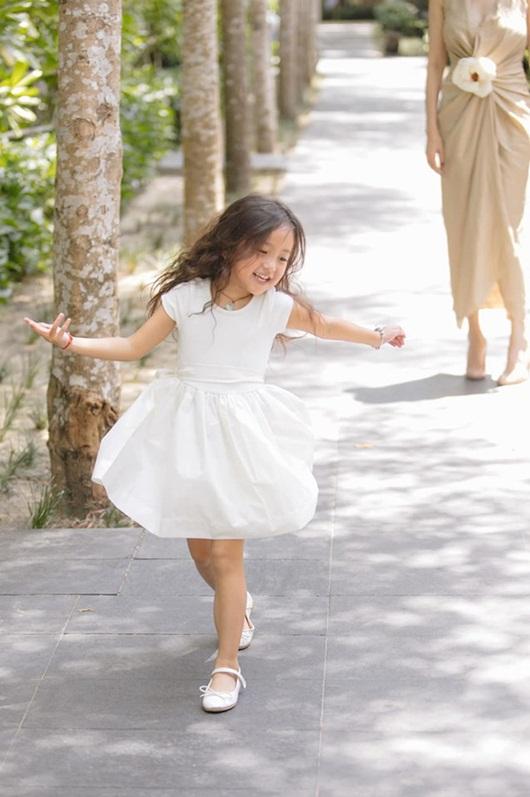 """Loạt ảnh """"gây thương nhớ"""" khiến con gái Hà Kiều Anh được dự đoán sẽ là tiểu mỹ nhân showbiz - Ảnh 6"""