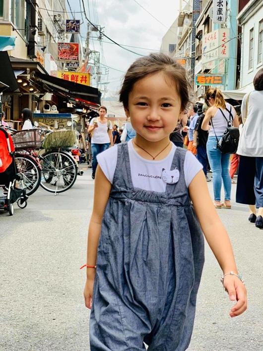 """Loạt ảnh """"gây thương nhớ"""" khiến con gái Hà Kiều Anh được dự đoán sẽ là tiểu mỹ nhân showbiz - Ảnh 4"""