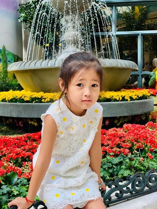 """Loạt ảnh """"gây thương nhớ"""" khiến con gái Hà Kiều Anh được dự đoán sẽ là tiểu mỹ nhân showbiz - Ảnh 3"""