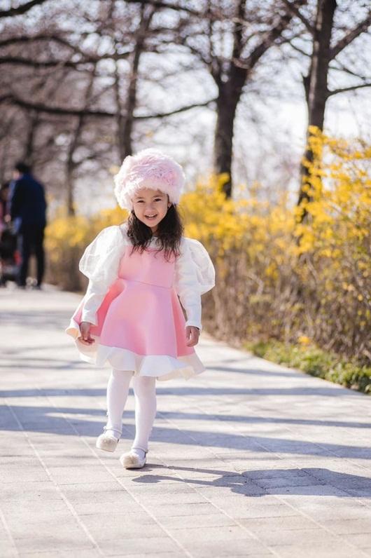 """Loạt ảnh """"gây thương nhớ"""" khiến con gái Hà Kiều Anh được dự đoán sẽ là tiểu mỹ nhân showbiz - Ảnh 9"""