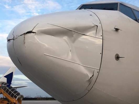 Điều tra vụ máy bay Hàn Quốc móp đầu, hạ cánh khẩn xuống sân bay Tân Sơn Nhất - Ảnh 1