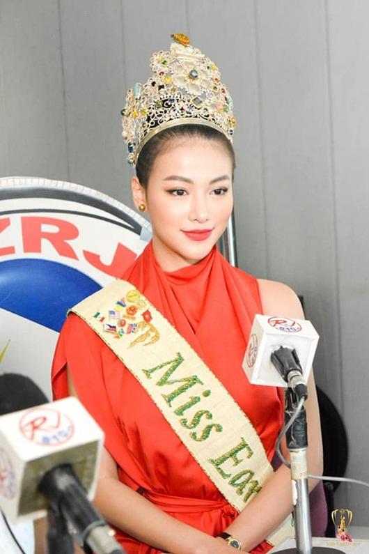 Phương Khánh liên tục xuất hiện trên truyền thông Philippines.