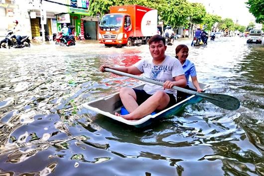 Triều cường dâng cao ở Đồng bằng sông Cửu Long: Nhiều nơi ngập sâu, học sinh nghỉ học - Ảnh 1