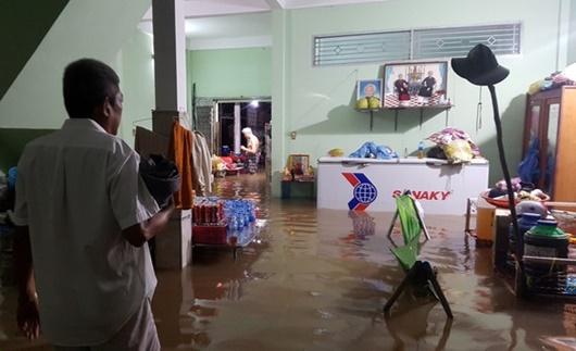 Triều cường dâng cao ở Đồng bằng sông Cửu Long: Nhiều nơi ngập sâu, học sinh nghỉ học - Ảnh 3