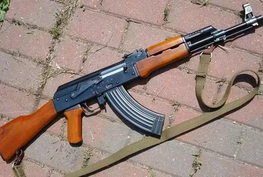 Gia Lai: Bắt 2 thanh niên dùng súng AK cướp taxi trong đêm - Ảnh 1