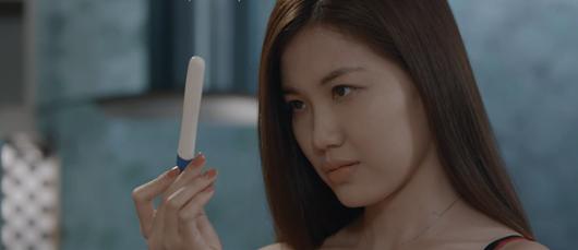 """Hoa hồng trên ngực trái tập 9: Thái hỏi ý kiến thầy Thông để bỏ vợ, San gặp """"phi công trẻ"""" - Ảnh 2"""