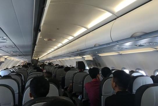Người đàn ông bị phạt 8,5 triệu đồng vì sờ đùi nữ hành khách trên máy bay - Ảnh 1