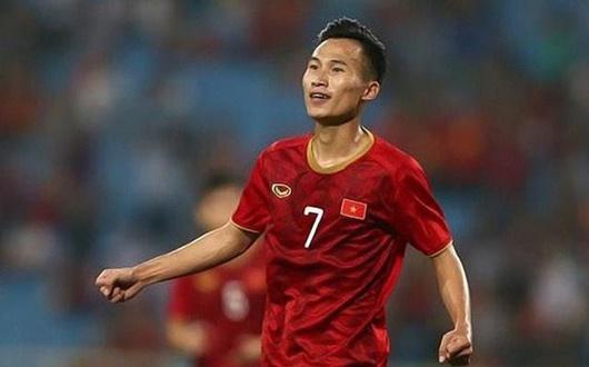 Triệu Việt Hưng làm đội trưởng U22 Việt Nam trong trận giao hữu với U22 Trung Quốc. Ảnh: Dân Trí