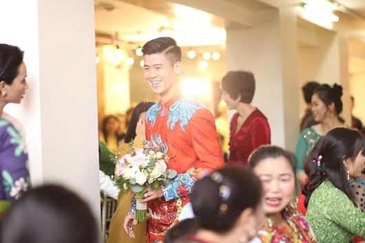 Duy Mạnh - Quỳnh Anh xúng xính áo dài đỏ rạng rỡ trong đám hỏi, dàn cầu thủ HAGL đến chúc mừng - Ảnh 6