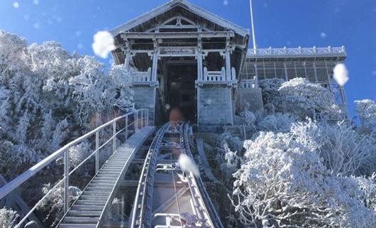 Sapa xuống dưới 0 độ, đỉnh Fansipan phủ trắng băng tuyết như trời Âu vào ngày mùng 3 Tết - Ảnh 7