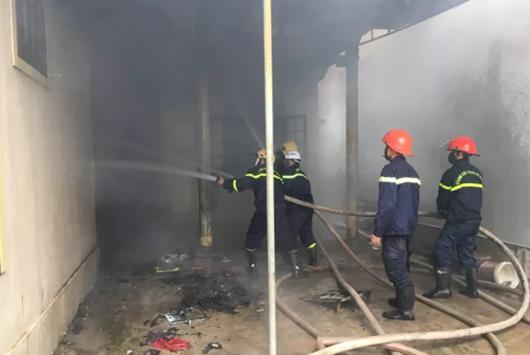 Người đàn ông nghi ngáo đá tự đốt nhà mình ngày mùng 3 Tết, thiệt hại 115 triệu đồng - Ảnh 1