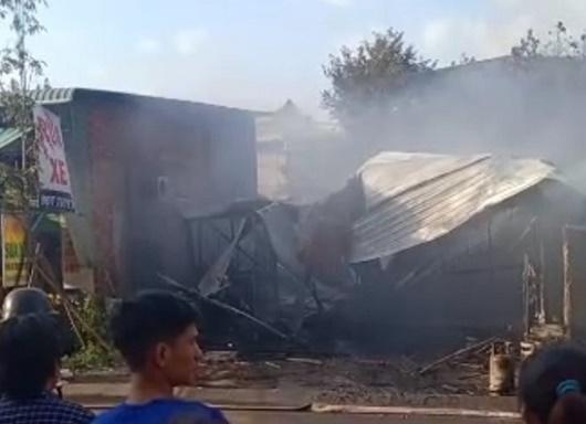 Người đàn ông nghi ngáo đá tự đốt nhà mình ngày mùng 3 Tết, thiệt hại 115 triệu đồng - Ảnh 2