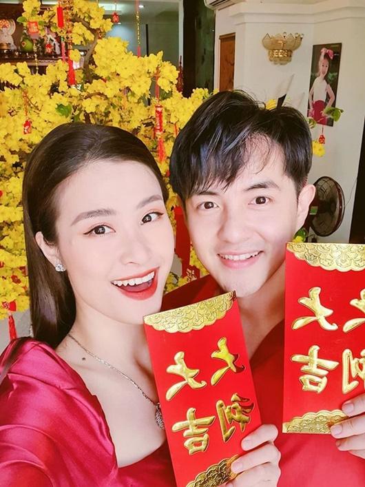"""Sao Việt khoe lì xì dịp Tết: Minh Hằng toàn tiền đô, Phan Mạnh Quỳnh """"chơi lớn"""" - Ảnh 3"""