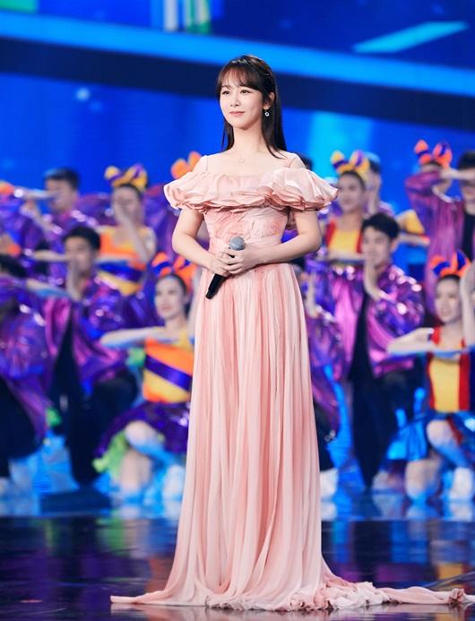 Dương Tử diện váy Công Trí nhưng nhận nhiều chê bai vì ảnh thực tế khác xa ảnh tự đăng - Ảnh 7