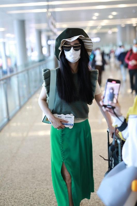 Bộ trang phục chỉ Phạm Băng Băng mới dám mặc ra đường - Ảnh 2