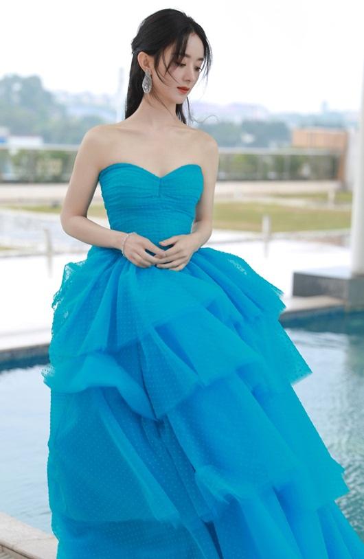 Kim Ưng 2020: Triệu Lệ Dĩnh đẹp như công chúa, ý nghĩa của chiếc váy mới khiến fan trầm trồ - Ảnh 4