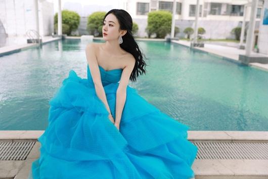 Kim Ưng 2020: Triệu Lệ Dĩnh đẹp như công chúa, ý nghĩa của chiếc váy mới khiến fan trầm trồ - Ảnh 5