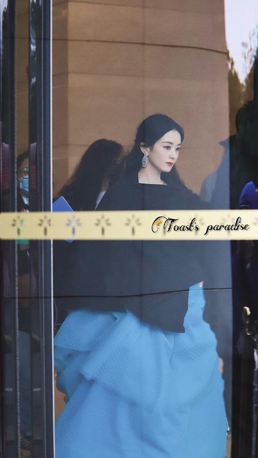 Kim Ưng 2020: Triệu Lệ Dĩnh đẹp như công chúa, ý nghĩa của chiếc váy mới khiến fan trầm trồ - Ảnh 8