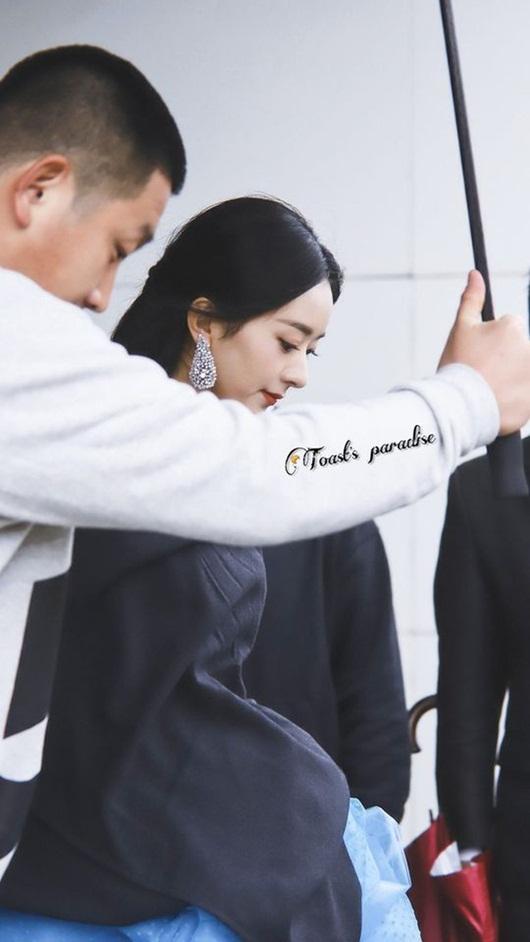 Kim Ưng 2020: Triệu Lệ Dĩnh đẹp như công chúa, ý nghĩa của chiếc váy mới khiến fan trầm trồ - Ảnh 9
