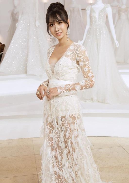 Lynk Lee o ép vòng một trong váy trắng thướt tha lộng lẫy như cô dâu - Ảnh 1