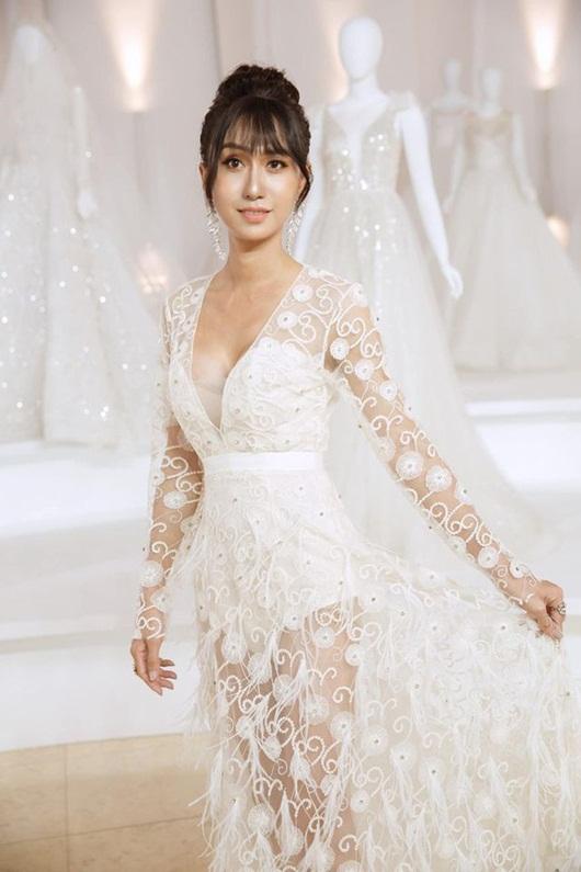 Lynk Lee o ép vòng một trong váy trắng thướt tha lộng lẫy như cô dâu - Ảnh 3