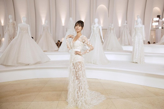 Lynk Lee o ép vòng một trong váy trắng thướt tha lộng lẫy như cô dâu - Ảnh 4