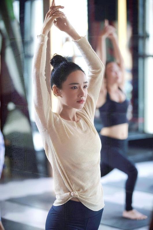 """Nhã Phương """"gây sốt"""" với nhan sắc mộc mạc khi tập yoga, thân hình càng đáng ghen tỵ - Ảnh 2"""