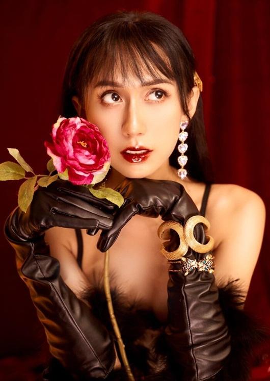 Lynk Lee diện váy lấp lánh khoe đường cong mỹ miều mừng tuổi mới - Ảnh 1