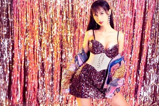 Lynk Lee diện váy lấp lánh khoe đường cong mỹ miều mừng tuổi mới - Ảnh 6