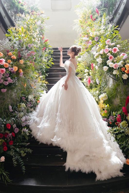 Cận cảnh 3 mẫu váy cưới lộng lẫy như công chúa của hotgirl Xoài Non - Ảnh 3