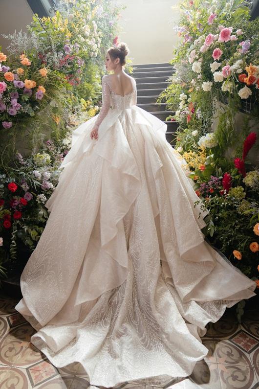 Cận cảnh 3 mẫu váy cưới lộng lẫy như công chúa của hotgirl Xoài Non - Ảnh 5