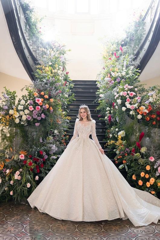 Cận cảnh 3 mẫu váy cưới lộng lẫy như công chúa của hotgirl Xoài Non - Ảnh 7