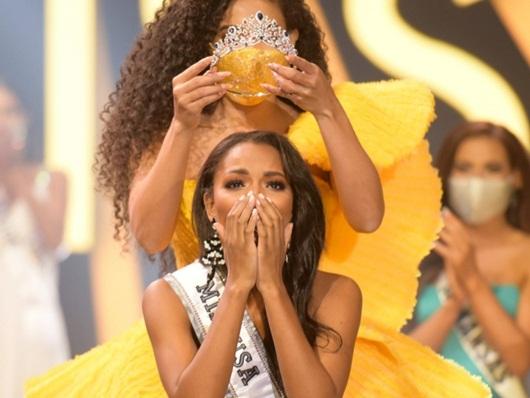 Nhan sắc và đời tư nhiều góc khuất của nữ sinh ngành báo chí đăng quang Hoa hậu Mỹ - Ảnh 1