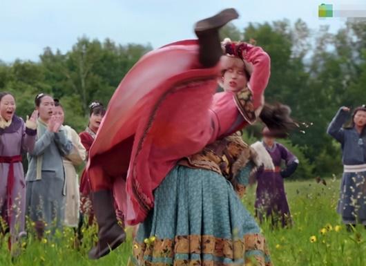 Sao nữ Cbiz ôm bụng bầu đóng phim: Kẻ nhập viện vì kiệt sức, người đau đớn mất con - Ảnh 1
