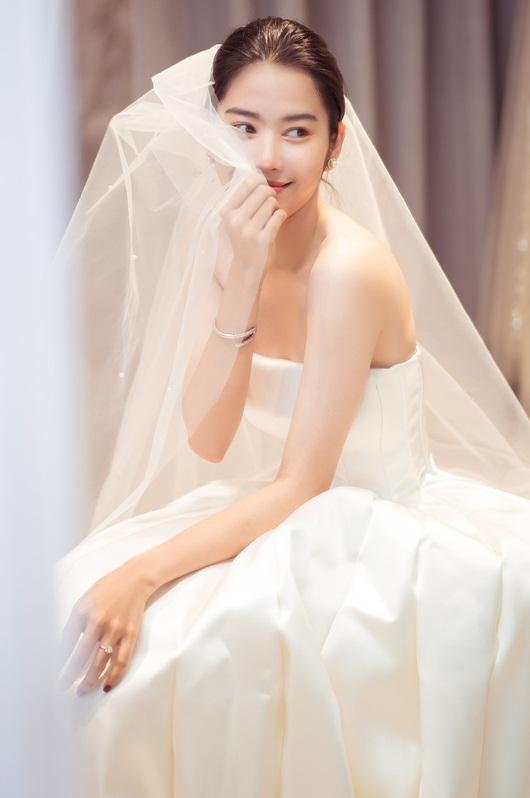 """Nam Em tung trọn bộ ảnh diện váy cưới, vẫn """"im thin thít"""" về tin đồn sắp kết hôn - Ảnh 3"""