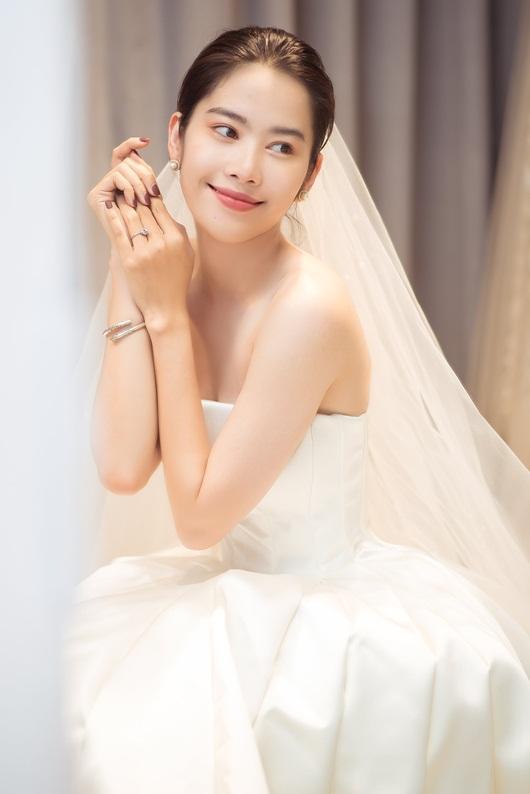 """Nam Em tung trọn bộ ảnh diện váy cưới, vẫn """"im thin thít"""" về tin đồn sắp kết hôn - Ảnh 2"""