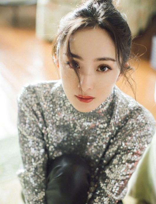 Dương Mịch đeo khẩu trang cách điệu, ảnh cận mặt đẹp không thể rời mắt - Ảnh 2