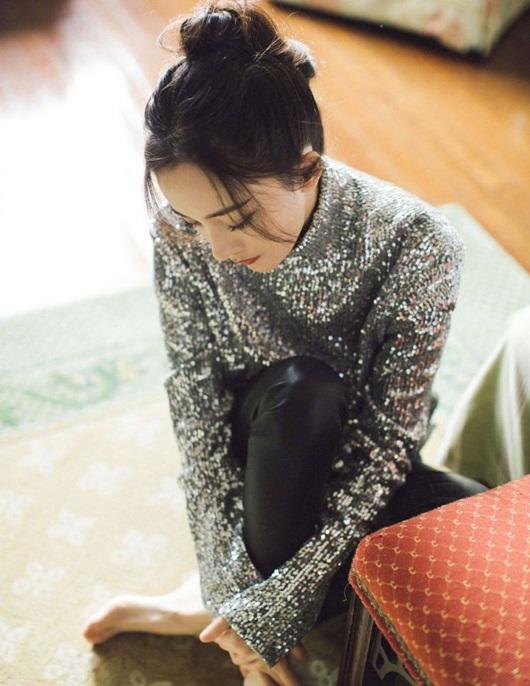 Dương Mịch đeo khẩu trang cách điệu, ảnh cận mặt đẹp không thể rời mắt - Ảnh 6