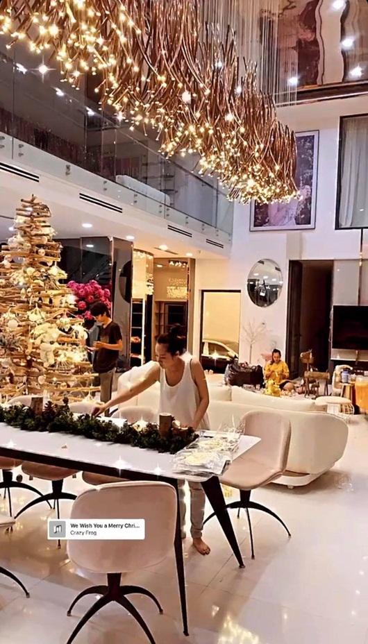 Ngọc Trinh trang hoàng biệt thự 40 tỷ đón Giáng sinh, lộng lẫy từng chi tiết khiến người xem lóa mắt - Ảnh 4