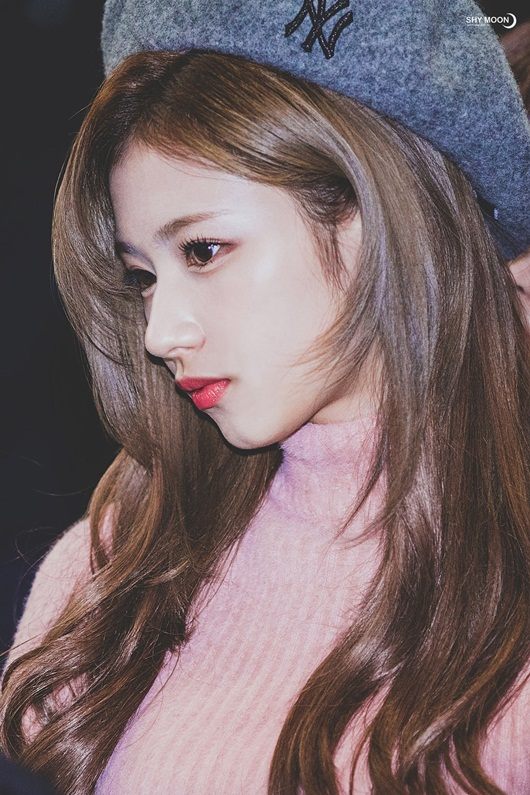 Qua rồi thời mũi đẹp là phải thẳng tắp, nhiều idol Kpop sống mũi gồ lên vẫn được khen - Ảnh 4