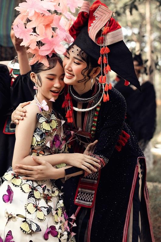 Thúy Ngân hóa thiếu nữ dân tộc đầy cuốn hút giữa rừng thông - Ảnh 2