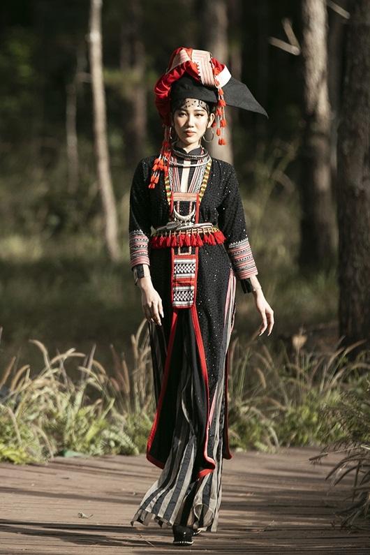 Thúy Ngân hóa thiếu nữ dân tộc đầy cuốn hút giữa rừng thông - Ảnh 3