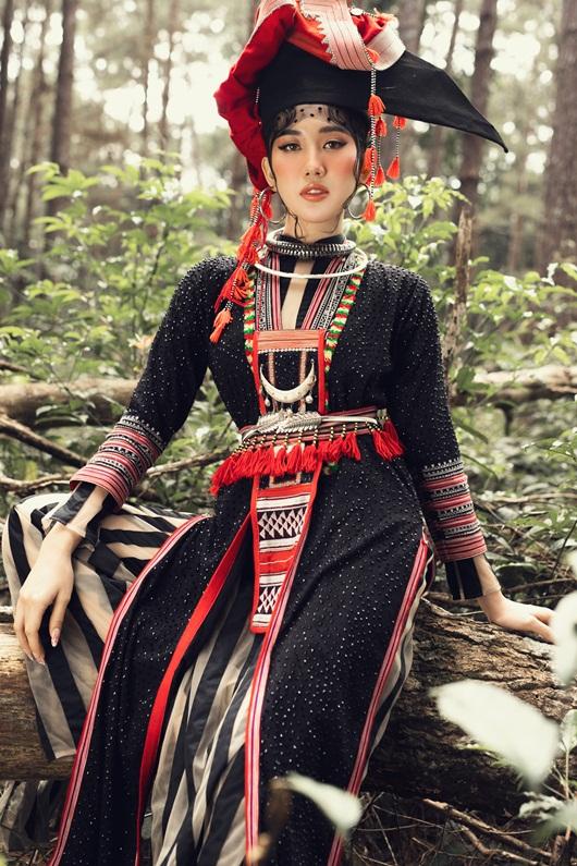 Thúy Ngân hóa thiếu nữ dân tộc đầy cuốn hút giữa rừng thông - Ảnh 8