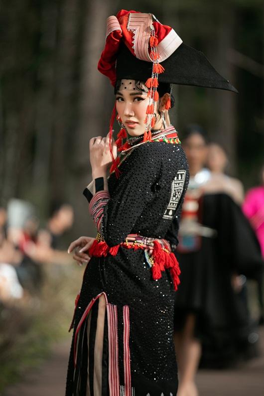 Thúy Ngân hóa thiếu nữ dân tộc đầy cuốn hút giữa rừng thông - Ảnh 5
